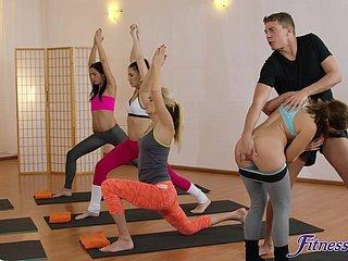 Gefickt Yoga-Lehrer wird Die Yoga
